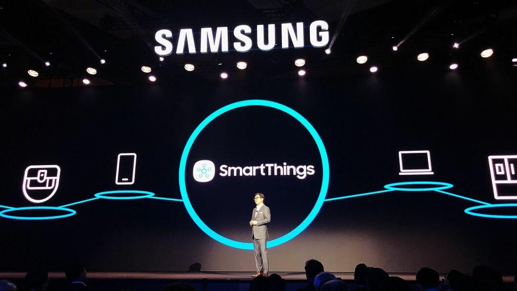 HS Kim, toppsjef i Samsung for forbrukerelektronikk, lanserte nyheten om at selskapet samler alle smartfunksjoner i alle kategorier i SmartThings-appen. Foto: Stian Sønsteng