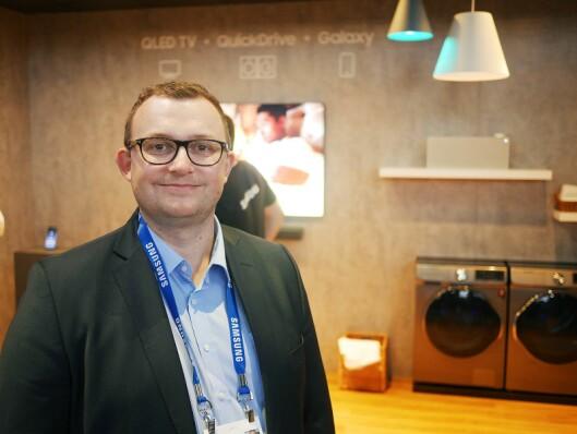 Produktspesialist Knut-Eirik Rørnes i Samsung på CES-messen i Las Vegas. Foto: Stian Sønsteng