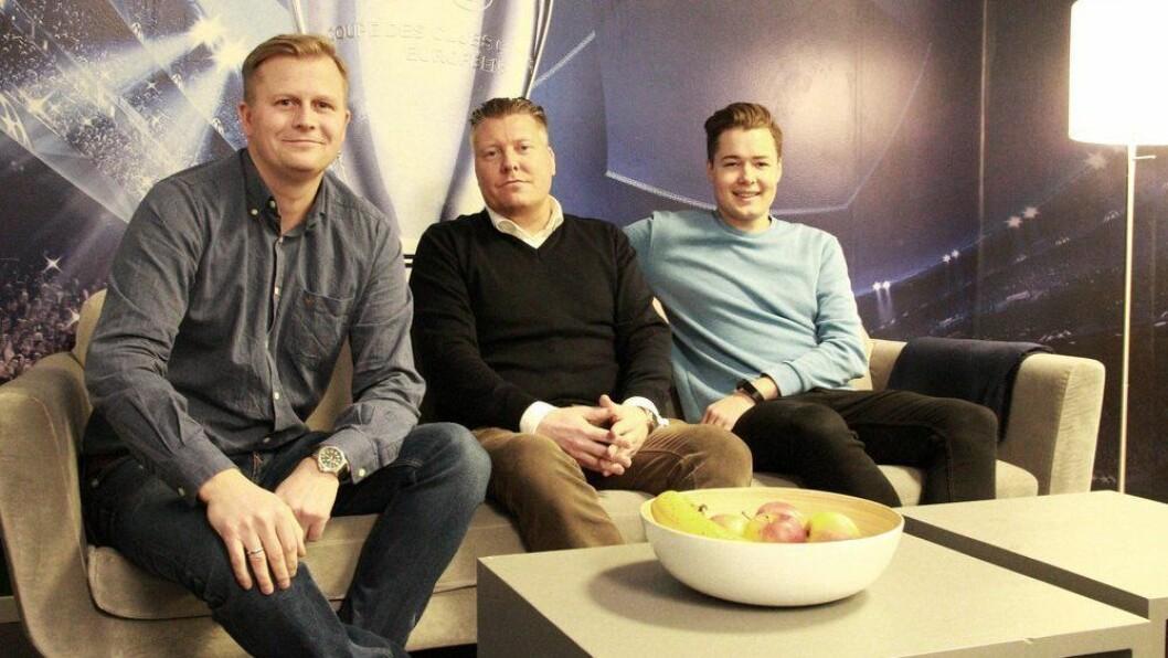 Salgs- og markedsdirektør i Viaplay, Børge Nielsen (i midten), lover mer egenprodusert innhold. Her sammen med Viasat-sjef Vegard Drogseth (t.v) og pressesjef Fredrik Olimb. Foto: Viaplay
