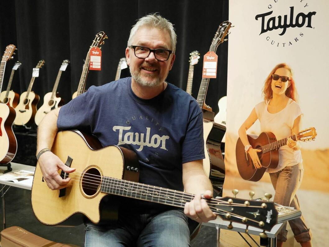 Peter Samuelsson er salgsrepresentant for Norden og de baltiske statene i Taylor Guitars. Foto: Stian Sønsteng