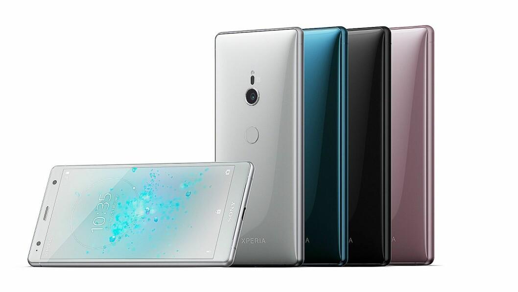 Sony XZ2 kommer fire nye farger, sølv, sort, dyp grønn og askerosa, og har fått en ny og buet design. Foto: Sony.
