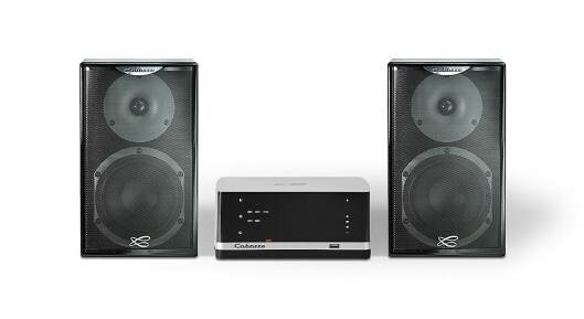 Hifi- og multiromsystemet fra Cabasse består av blant annet en lydbase/sokkel, lydplanke og stereoforsterker. Her Stream Amp (2x50W) og høyttalerparet Surf (29x17,5x22 cm). Pris: 12.000,- Foto: Cabasse.