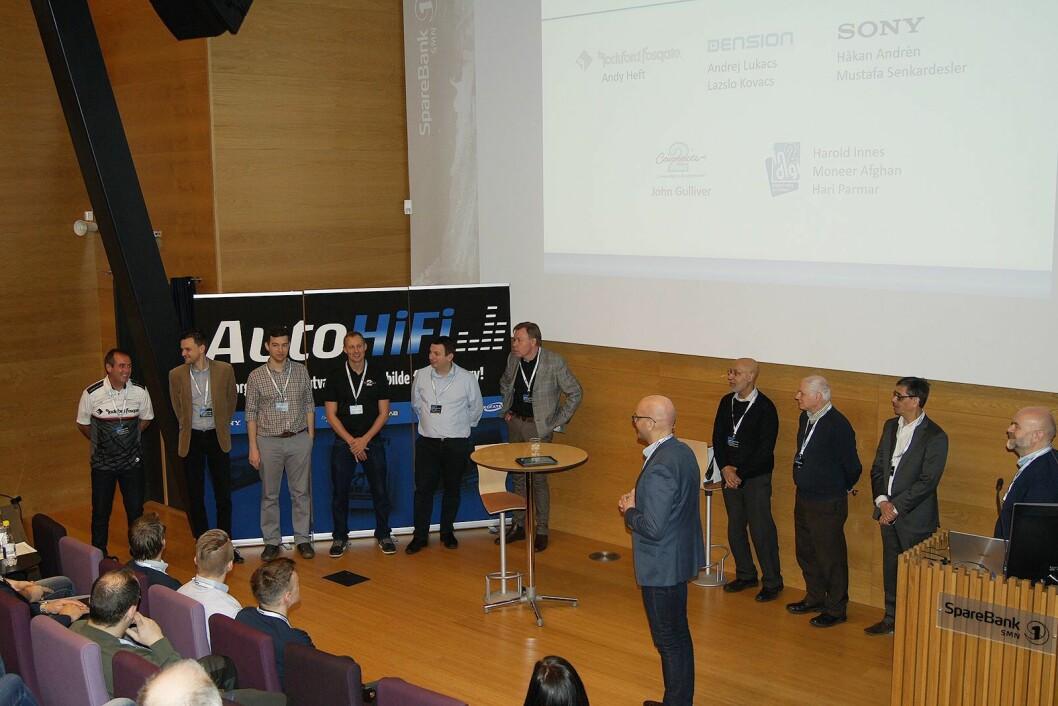 Daglig leder Torbjørn Raad i AutoHiFi presenterer leverandørene som deltar på forhandlerkonferansen. Foto: Beate Tiller