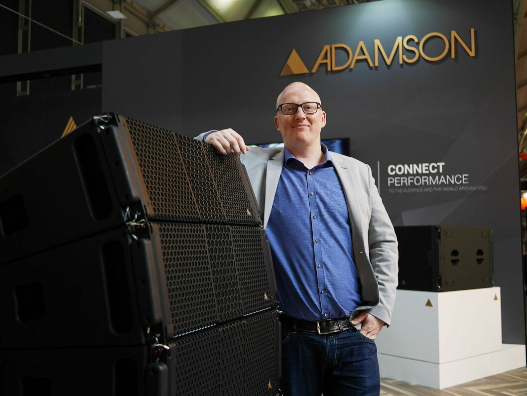 Produktspesialist Kenneth Vadset i Benum AS sier høyttalermerket Adamson i løpet av kort tid er blitt veldig viktig for selskapet. Foto: Stian Sønsteng