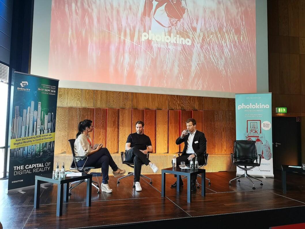 Debattleder Julia Bauer, instagram-fotograf Michael Schulz og Christoph Menke, sjef for Photokina, snakket om sosiale mediers rolle i fotobransjen. Foto: Marte Ottemo.