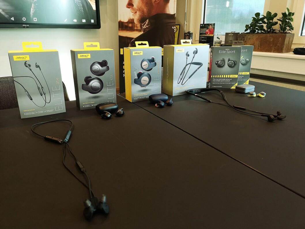 Jabra viste også frem flere av sine ørepropper både med og uten kabel. Foto: Marte Ottemo.