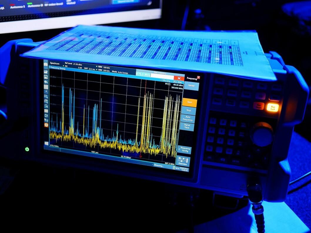 Denne måleren brukes til å fange opp eventuelt uønskede signaler i arenaen. Foto. Stian Sønsteng