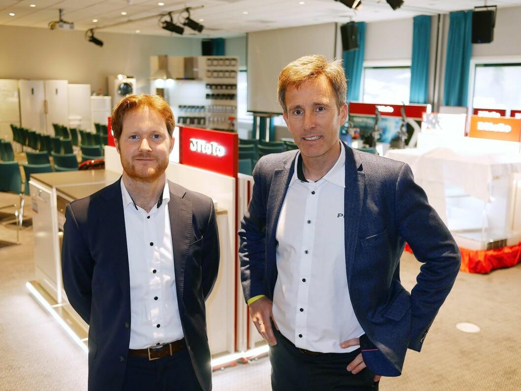 Til venstre Lars Jødahl (nordisk innkjøpssjef hvitevarer) og Henrik Bjønnes (nordisk kategoridirektør hvitevarer) i Power, i kurs- og utstillingslokalet til Miele på PowerUp. Foto: Stian Sønsteng.