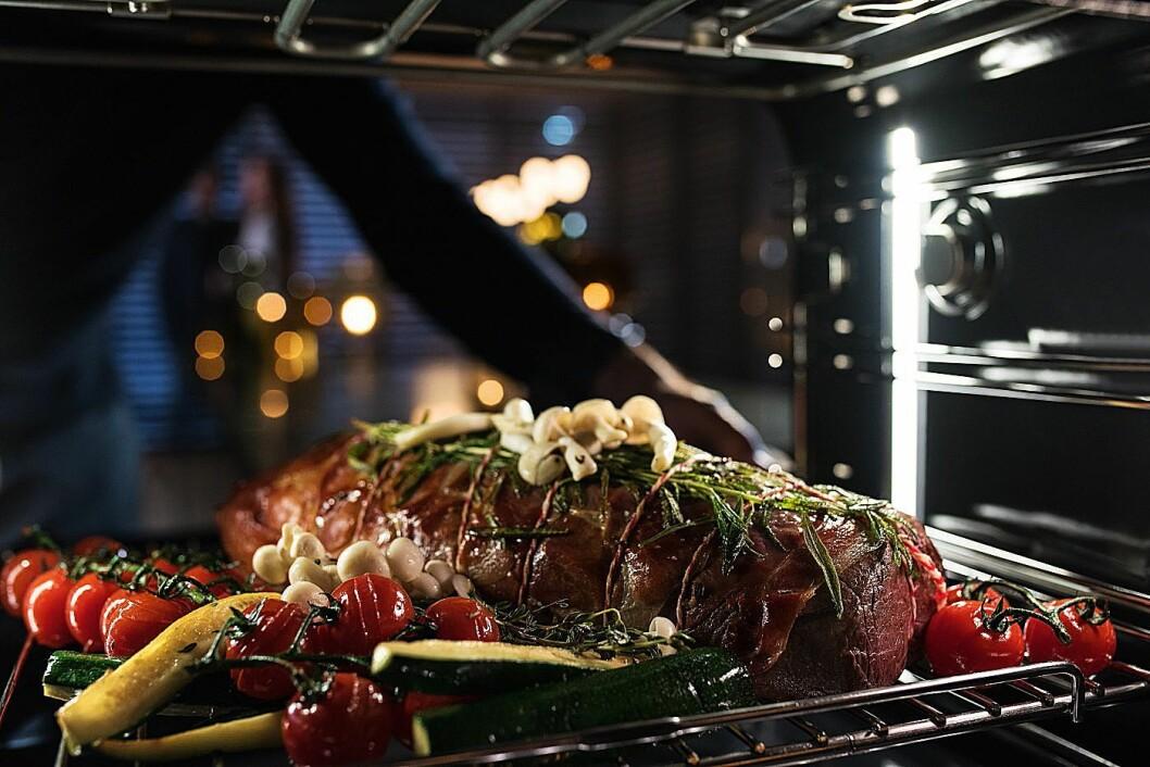 Ifølge Miele kan du sette hva du vil samtidig inn i ovnen, og det blir ferdig stekt samtidig. Foto: Miele.