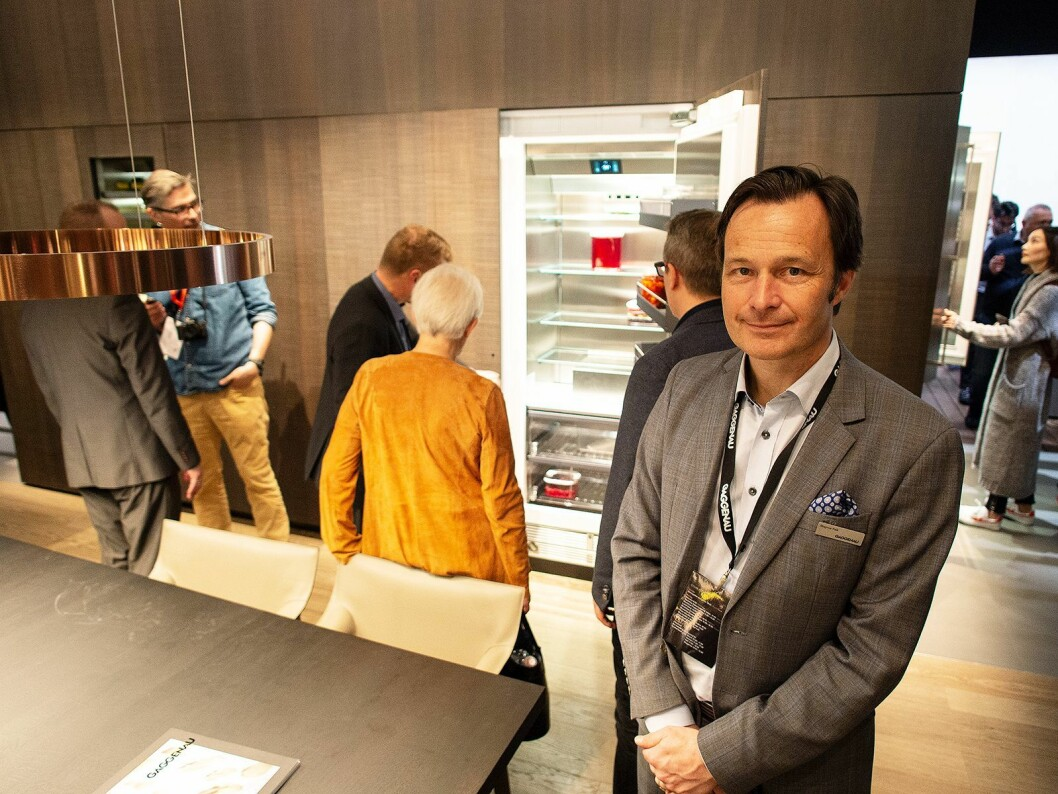 Magnus Falk i Gaggenaus utstilling – The Gaggenau Home – på EurocuCina 2018. I bakgrunnen ser vi den nye Vario Cooling 400-serien. Foto: Ola Larsson