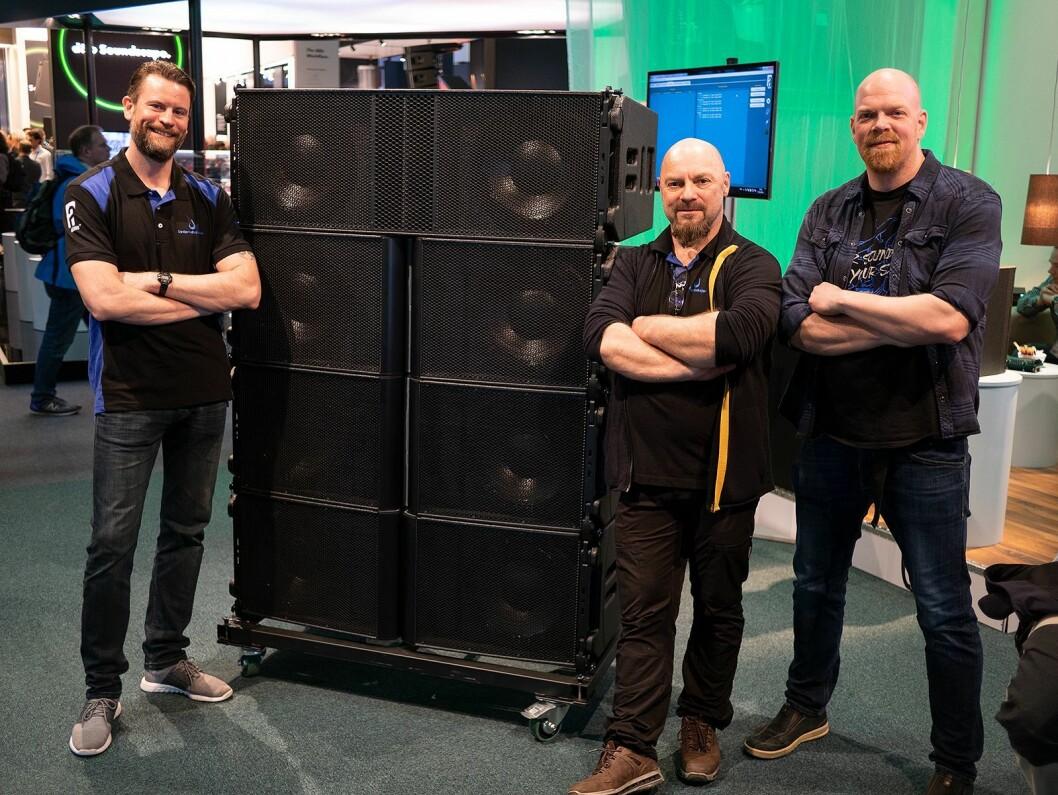 Andreas Jentoft (f. v.), Arild Johnsen og Eirik Haua eier og driver Lydproduksjon Tromsø AS. Her er de hos Alcons Audio på messen Prolight + Sound. Foto: Stian Sønsteng