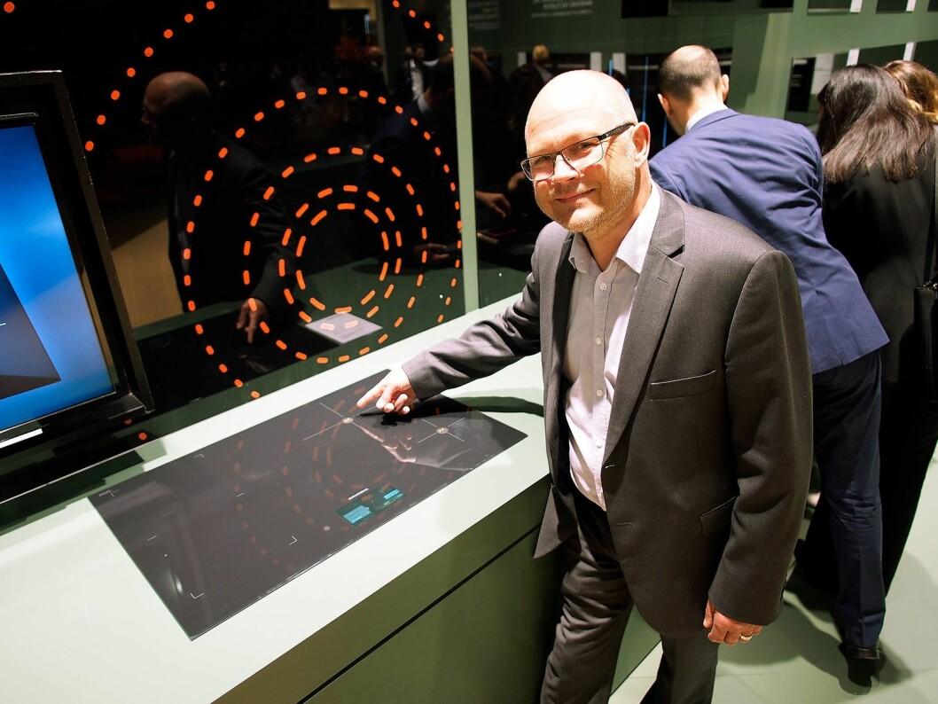 Øistein Bovolden, nordisk produktspesialist for store hvitevarer, sier Grundigs nye induksjonstopp lar deg justere temperaturen grad for grad, og dermed egner seg for sous-vide-matlaging. Foto: Ola Larsson