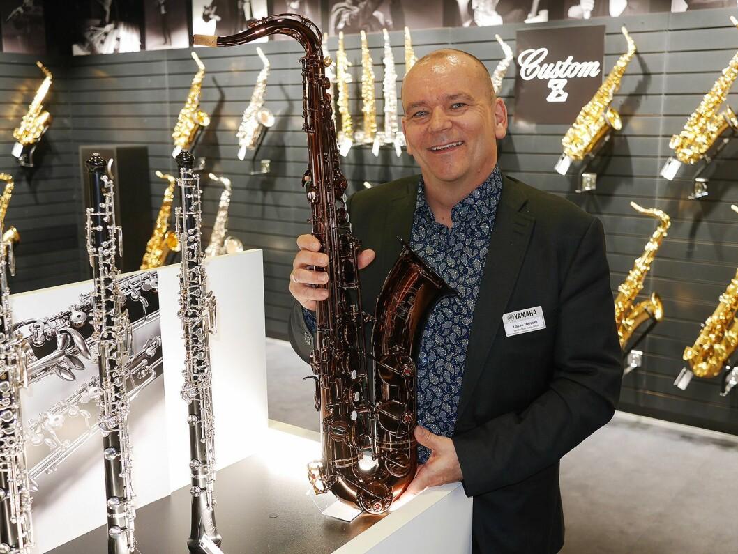 Skandinavisk produktsjef for blås- og orkesterinstrument, Lasse Thing Helseth, med tenorsaksofonen Yamaha 82Z. Pris: 50.000,- Foto: Stian Sønsteng