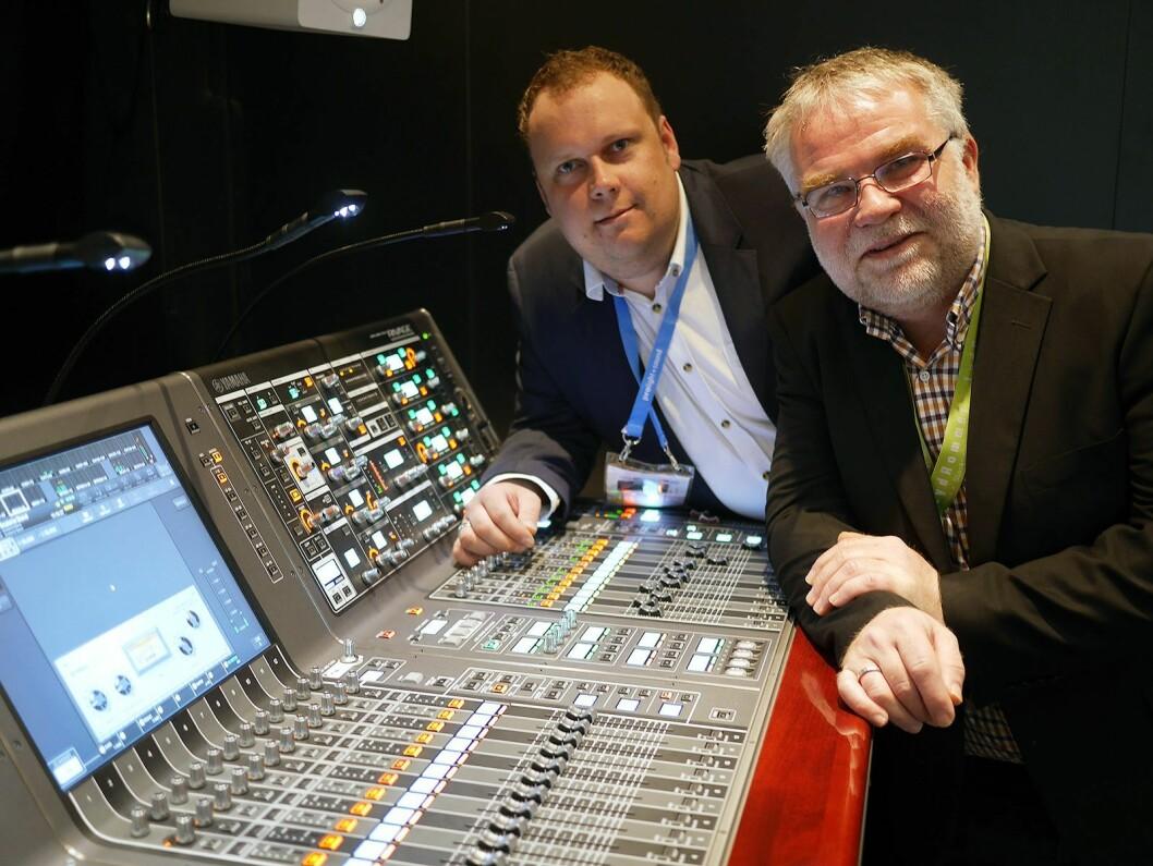 Alexander Rambøl (t. v.) og Øystein Johnsen i LydRommet AS, som siden april er norsk distributør av Yamahas miksere i PM-serien. Foto: Stian Sønsteng.