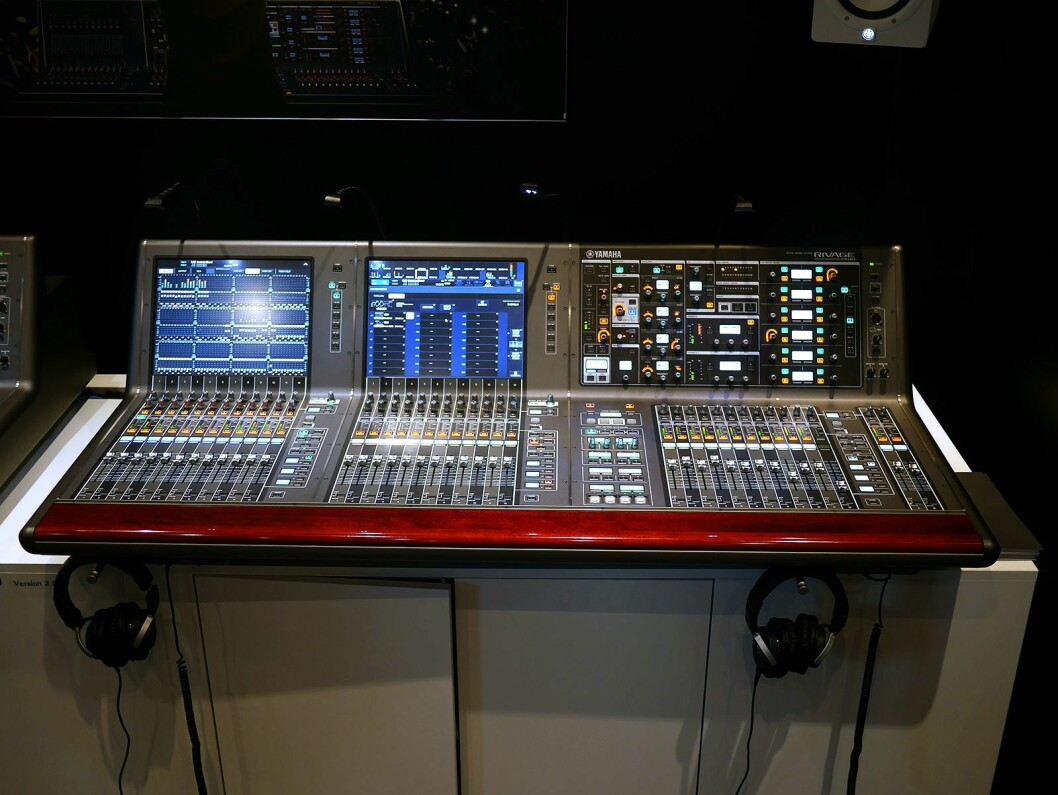 Yamaha Rivage PM10 håndterer 144 kanaler til miks. Foto: Stian Sønsteng.
