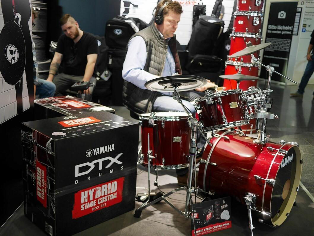 Hybridtrommesettet DTX Hybrid Stage Custom monteres på et akustisk trommesett. Pris: 13.000,- og 21.000,- (inkludert trommesett). Foto: Stian Sønsteng.