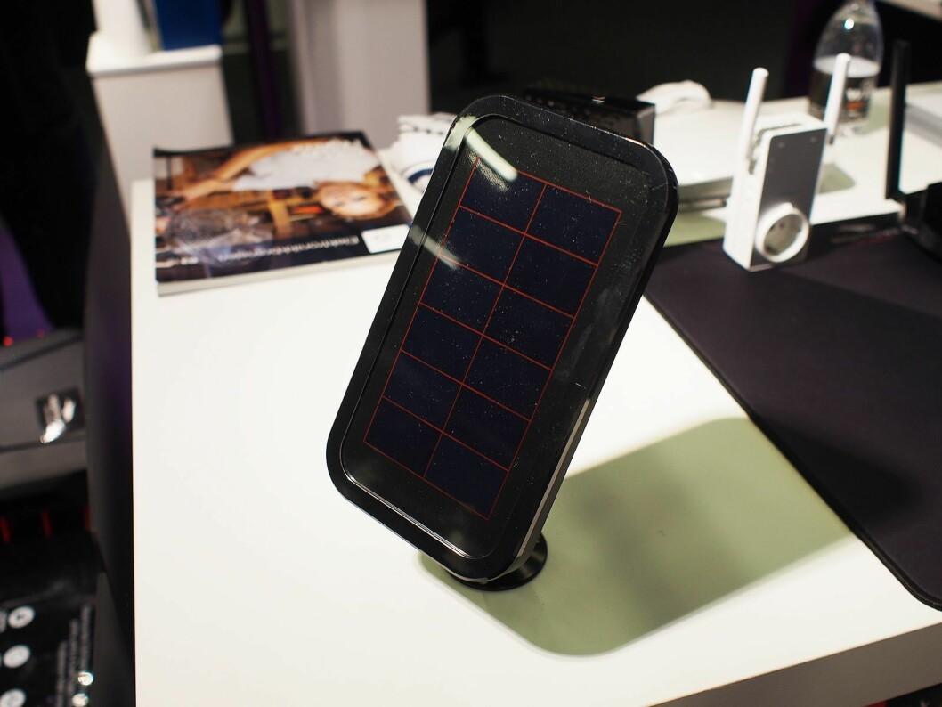 Til tross for lang batteritid kan det tilkobles solcellepanel for ytterligere lengre drift. Foto: Jan Røsholm.