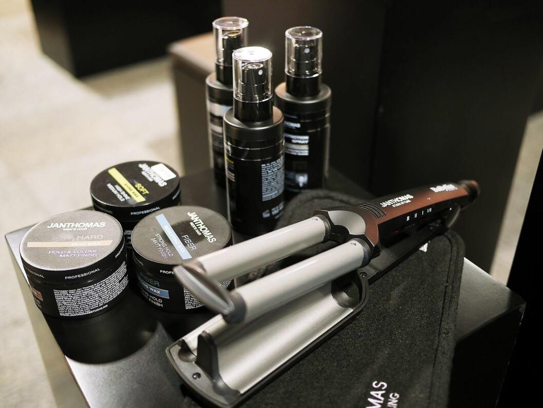 I tillegg til sjampo og balsam, er en rekke andre hårprodukter i salg hos Elkjøp under varemerket Jan Thomas. Foto: Stian Sønsteng.