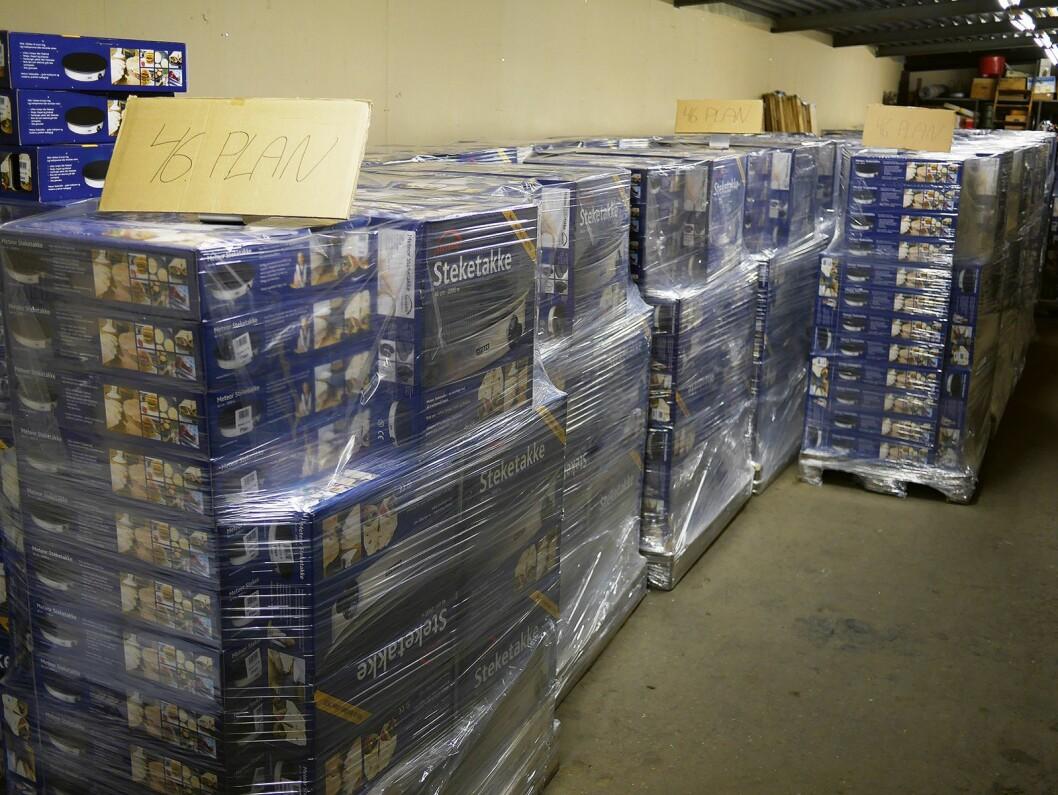 Ferdigproduserte steketakker på tur ut til kundene. Foto: Stian Sønsteng.