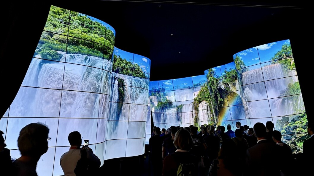 I H18/101 på IFA har LG Electronics bygd opp denne dalen av oled-skjermer. Foto: Marte Ottemo.