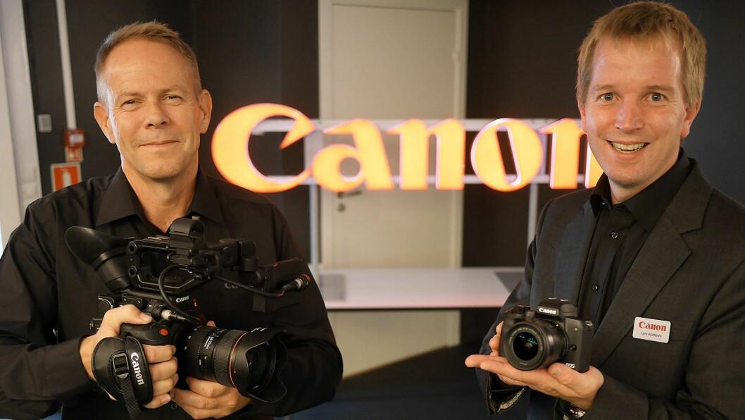 Kommunikasjonsansvarlig og Arena 18-sjef Trond Gjertsen (t. v.) med videokameraet Canon EOS C200 og salgstrener Lars Askheim med det kompakte systemkameraet Canon EOS M50 med en 11-22mm (pakkepris: 7000,-). Foto: Stian Sønsteng