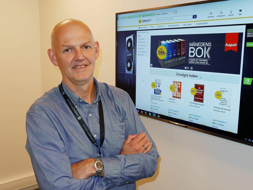 Anton Hagberg er direktør for Komplett Markedsplass, som nylig passerte 85.000 varelinjer fra nesten 100 aktører. Foto: Stian Sønsteng