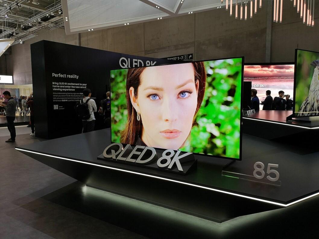 Samsung ser klart trenden med at nordmenn kjøper større TVer. For 85 tommer 8K må du nå ut med nærmere 150.000 kroner, det sitter nok litt lengre inne for folk flest. Foto: Marte Ottemo.