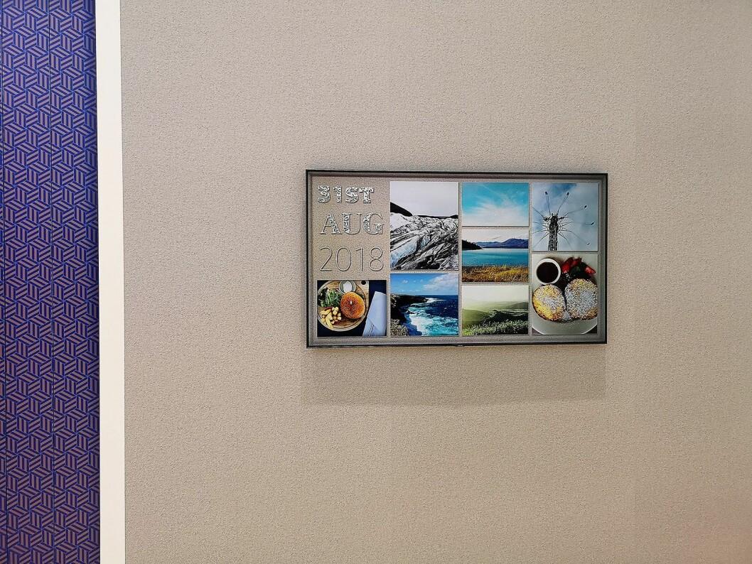 Ambient mode skal hindre at TVen blir et sort hull på veggen når den ikke er i bruk, ved å matche skjermspareren med tapeten. Du kan også legge inn egne bilder og tekst. Foto: Marte Ottemo.
