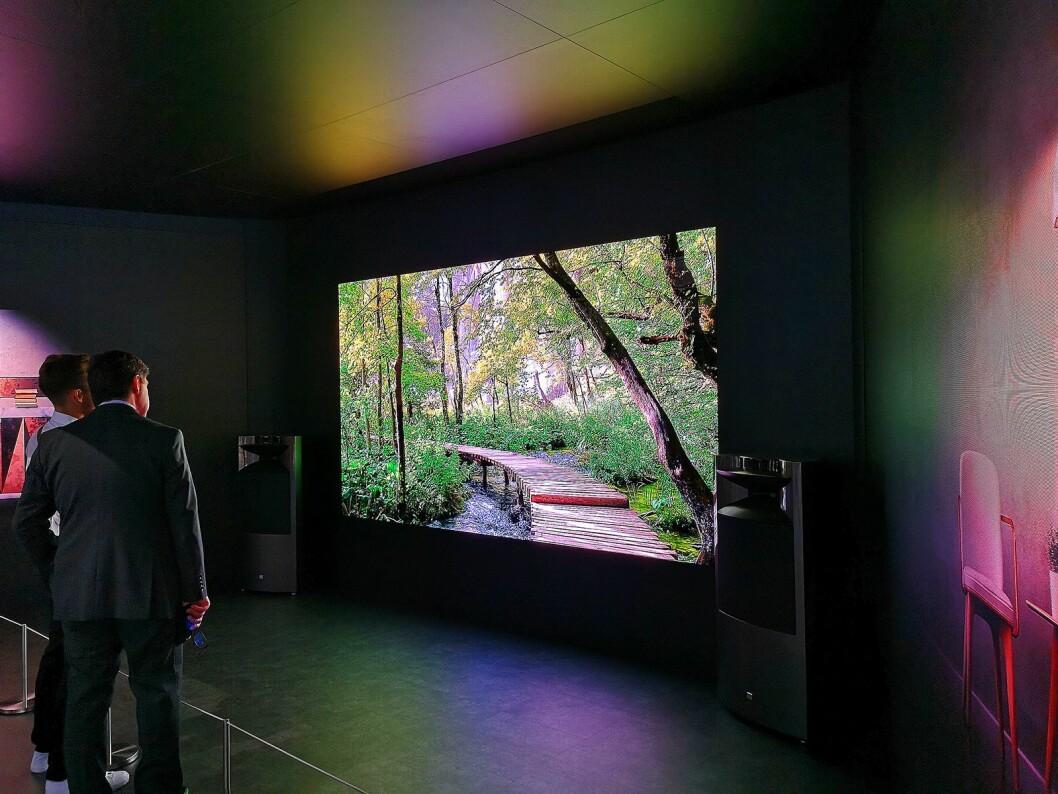 Den 146 tommer store «The Wall» er et nytt konsept fra Samsung baserte på mikro-led-teknologi. Har du dype nok lommer, kan du også få kjøpt produktet her hjemme. Foto: Marte Ottemo.