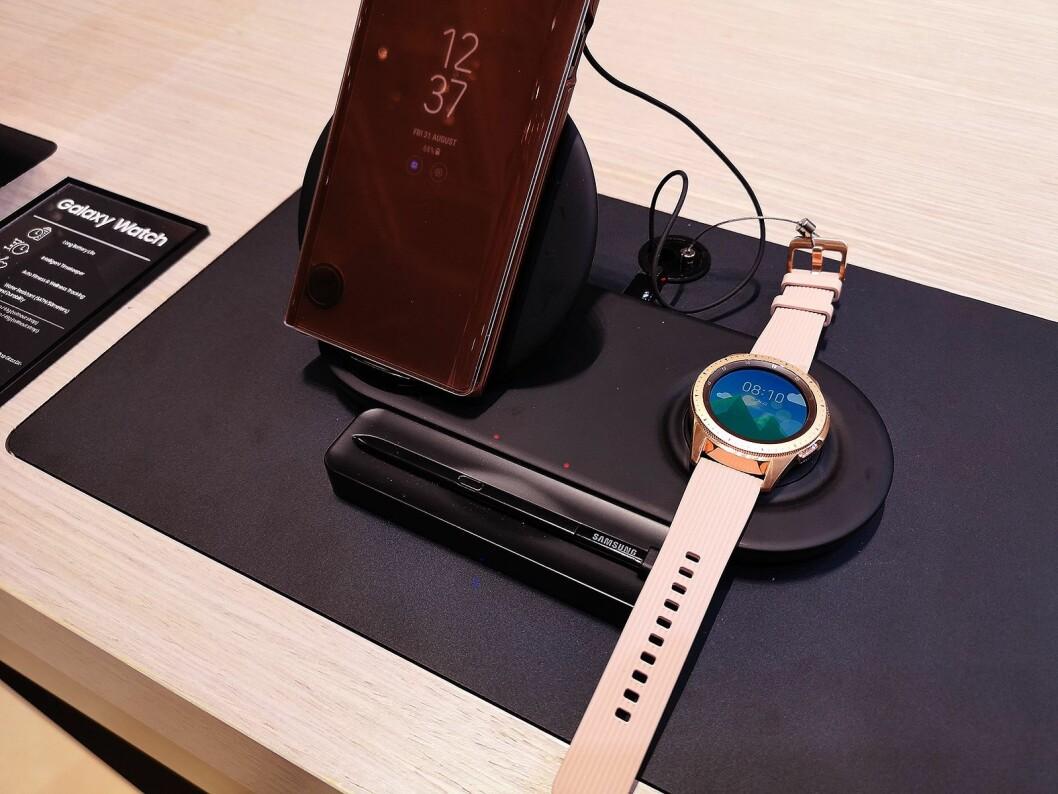 Samsungs nye smartklokke kommer også i en rosegull-versjon, beregnet på den kvinnelige delen av markedet. Foto: Marte Ottemo.