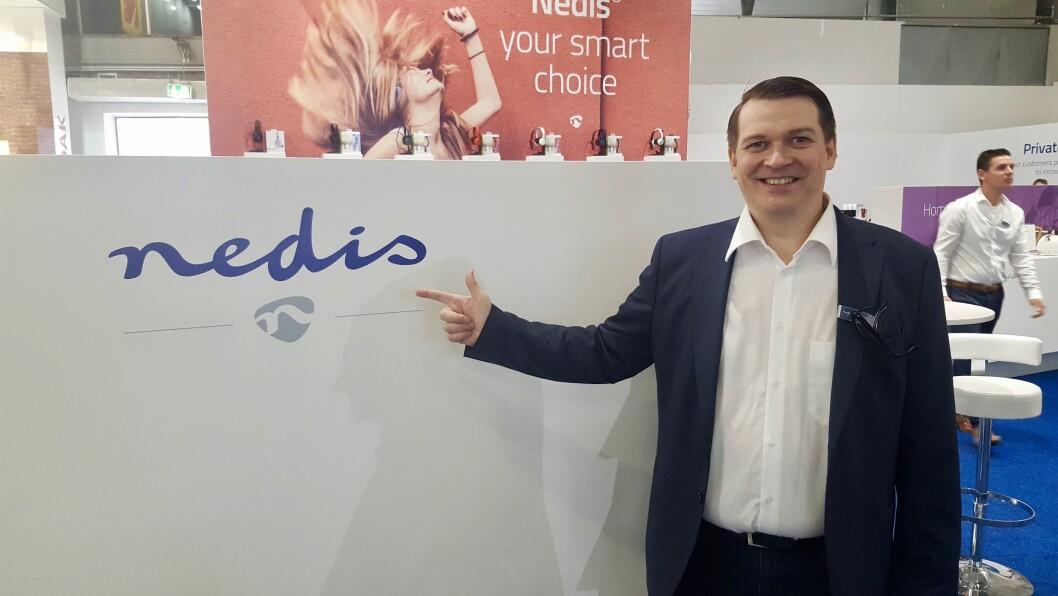 Tero Metsala i Nedis med selskapets nye logo. Foto: Cathrine Pedersen.