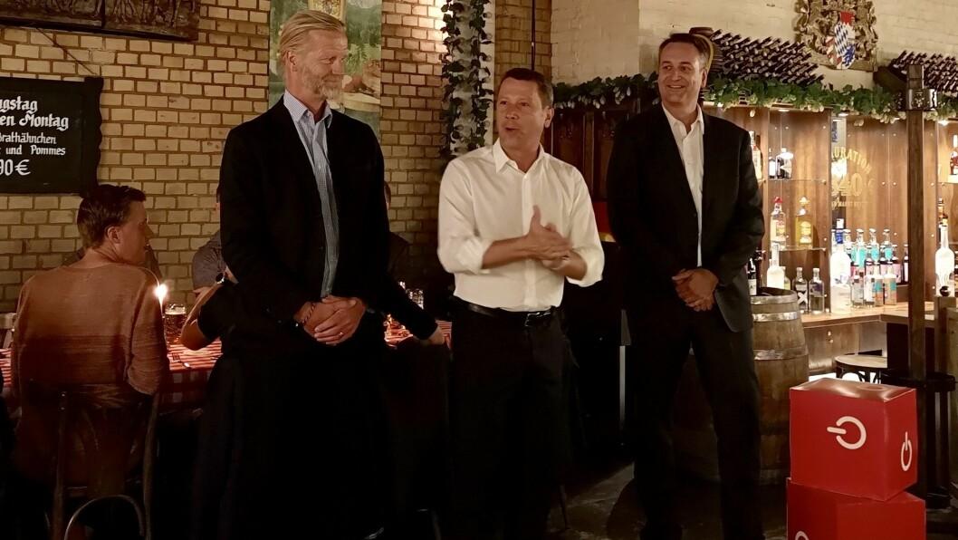 IFA-direktør Jens Heithecker flankert av Jan Røsholm (t. h.) og Klas Elm i den norske og svenske bransjeforeningen. Foto: Marte Ottemo.