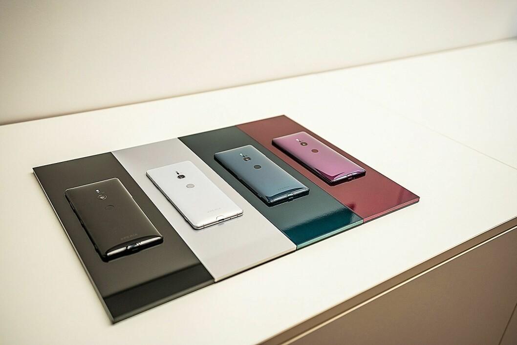 Xperia XZ3 kommer i fire farger, og har fått 3D-glass både foran og bak. Foto: Sony.