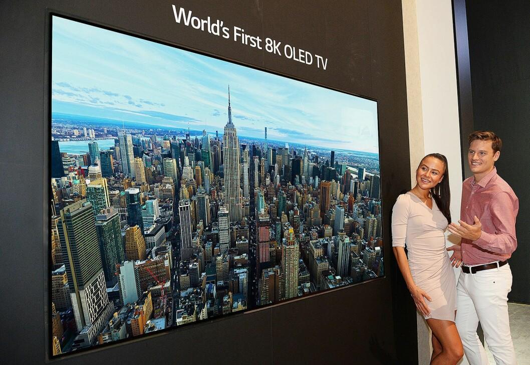 LG lanserer verdens første 8K oled-TV, men sier den ikke kommer på markedet med det første. Foto: LG.