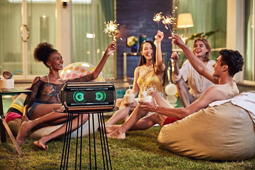 LG har inngått et samarbeid med de britiske lydekspertene i Meridian, og kommer med to bærbare party-høyttalere i sin Xboom-serie. Dette er den største av de to, WK7. Foto: LG.