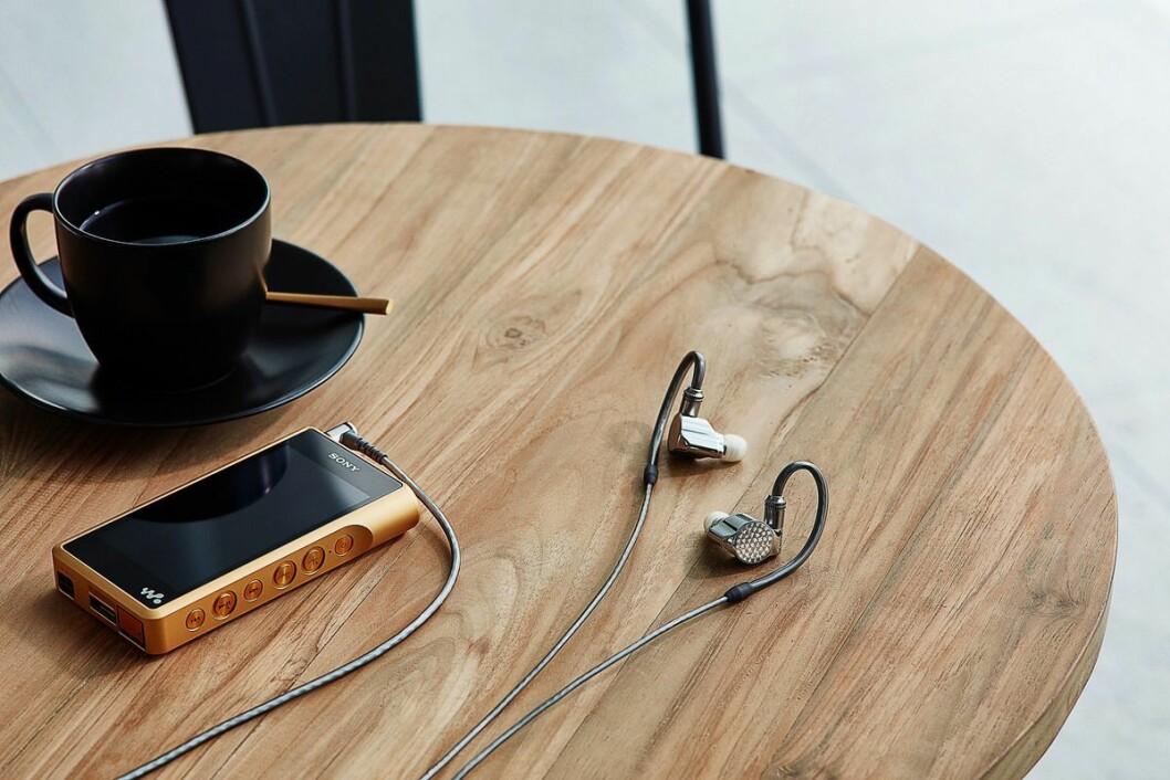 ER-Z1R er Sonys nye signaturpropper for de som vil ha den aller beste lyden. Proppene er laget av de beste materialene på bakgrunn av den nyeste teknologien tilgjengelig, og har et HD hybrid driver-system. De kommer i salg i november, og vil koste rundt 20.000 kroner. Foto: Sony.