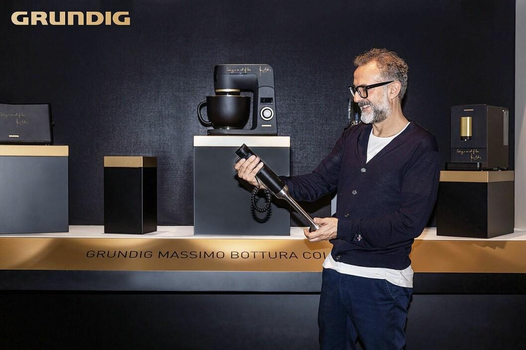 Stjernekokk Massimo Bottura har vært med å designe et nytt sortiment av kjøkkenprodukter for Grundig. Foto: Grundig.