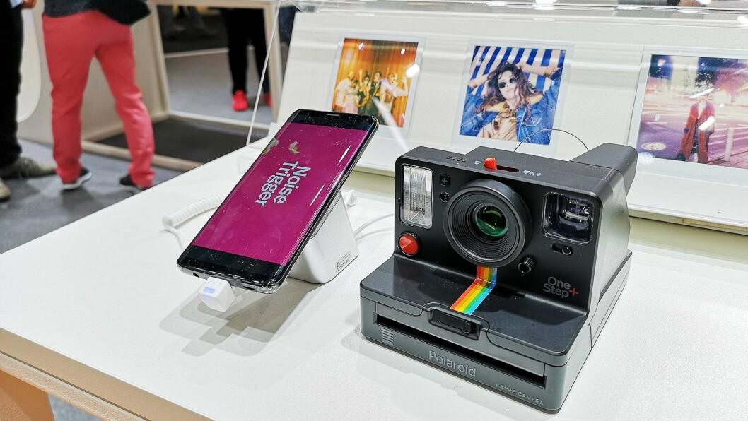 Polaroid Originals OneStep+ gir instantkameraet nye funksjoner med smarttelefon-tilkobling. Foto: Marte Ottemo.