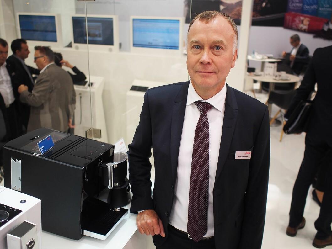 Mats Gustavsson viser frem innstegsmodellen A1. Foto: Jan Røsholm.