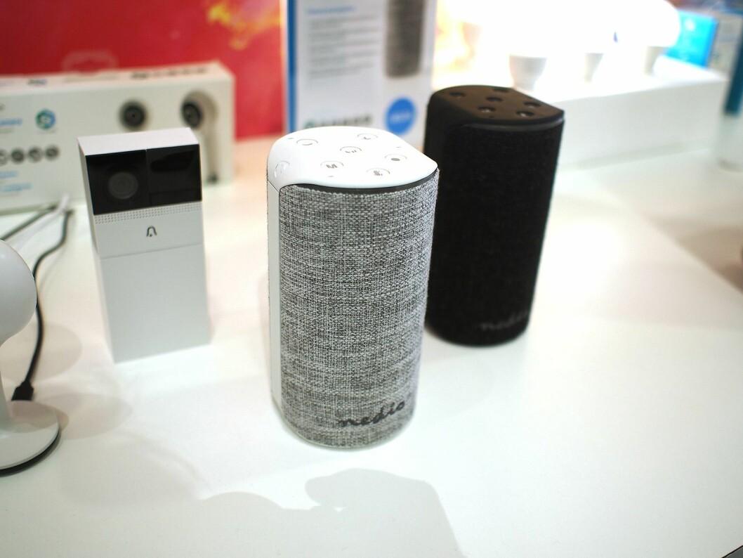 Den nye smarthøyttaleren fra Nedis har støtte for Amazon Alexa. Foto: Jan Røsholm.