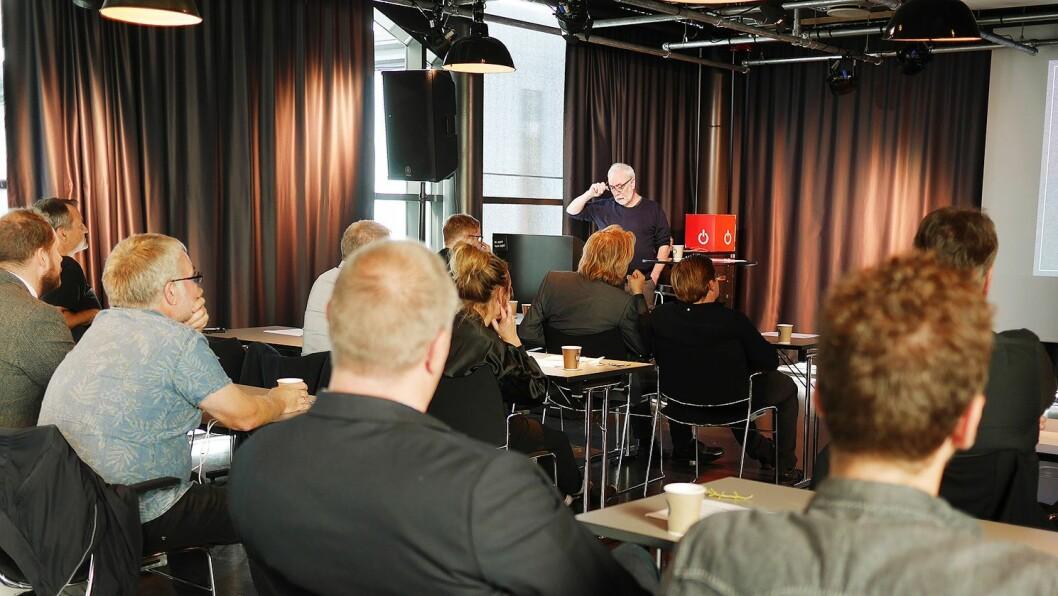 Ulf Holand foredro om musikkproduksjon opp gjennom tiårene. Foto: Stian Sønsteng.