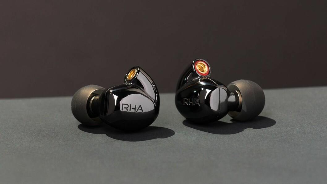 RHA CL2 Planar har MMCX-hurtigkobling for tilkopling til blåtannbøylen eller en av de to medfølgende kablene. Foto: RHA