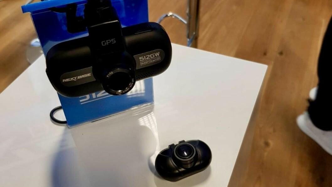 NextBase 512GW koster 2.800 kroner. Det lille kameraet vendes bakover, og koster 900 kroner. Foto: Jan Røsholm.