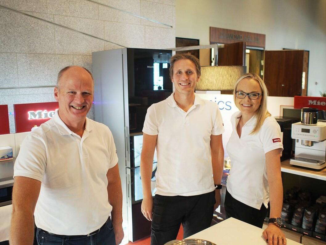 Hvitevareleverandørene var med i år, her representert med Tom Kristoffersen (f.v), Anders Bjørge og Kristin Dahl fra Miele. Foto: Jan Røsholm.