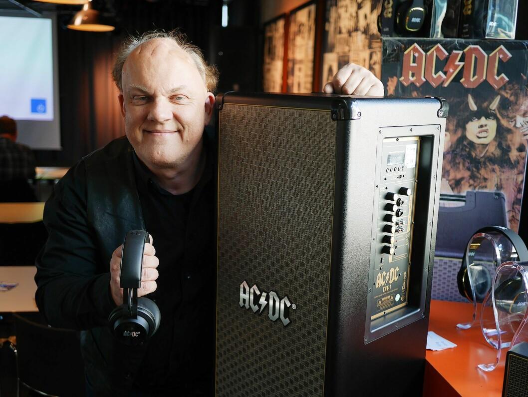 Claus Malthe i Veibel AS viste høyttalere og hodetelefoner fra AC/DC. Foto: Stian Sønsteng.