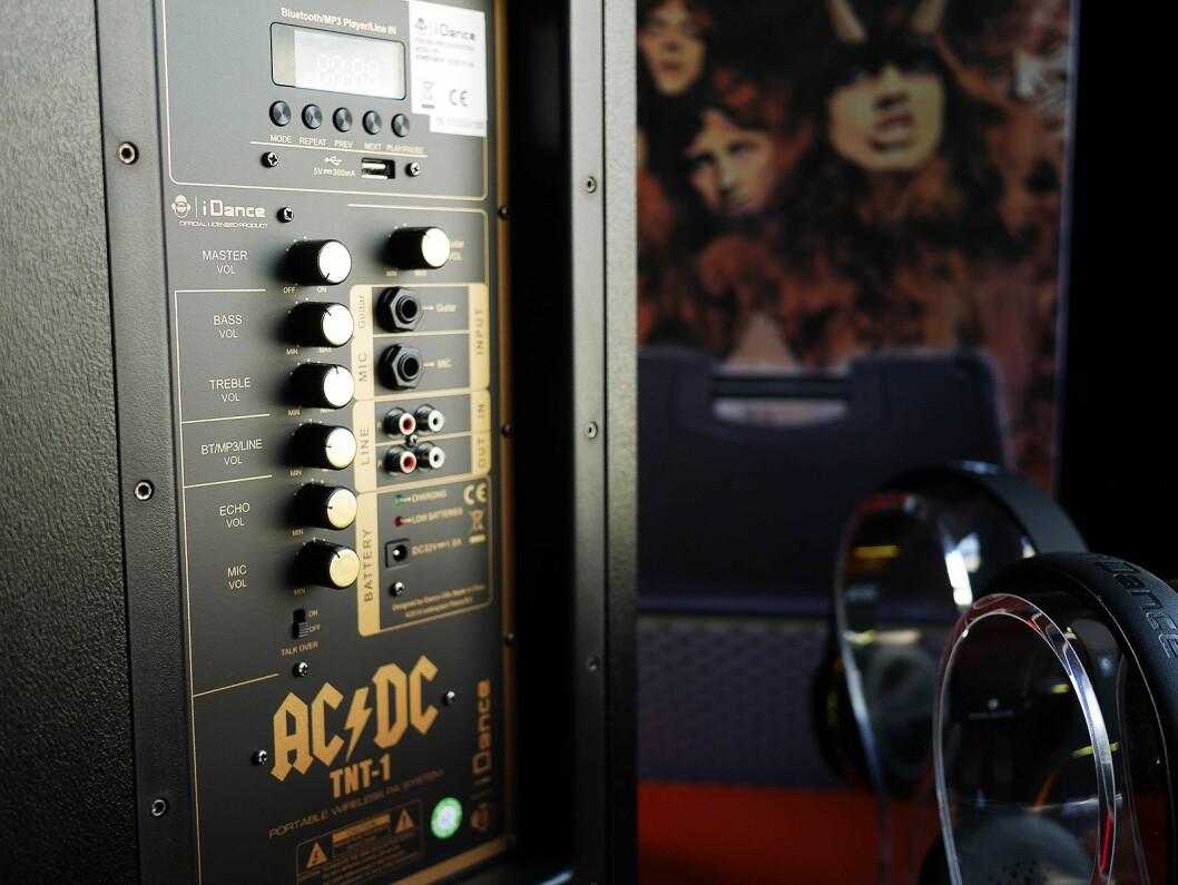 AC/DC TNT-1 har mikser og innganger på siden. Foto: Stian Sønsteng.