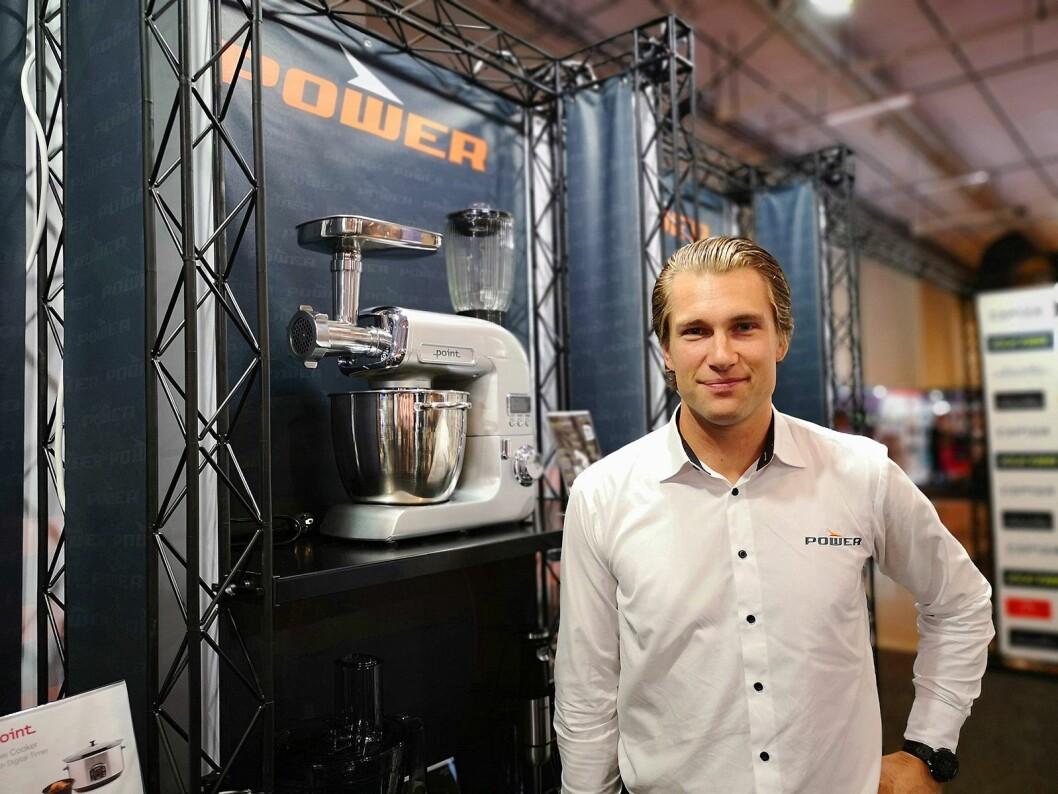Mikkel Alme, nordisk kategoridirektør SDA i Power, har hatt 400 ansatte og 30 utstillere innom på PowerUp på Hellerudsletta. Foto: Marte Ottemo