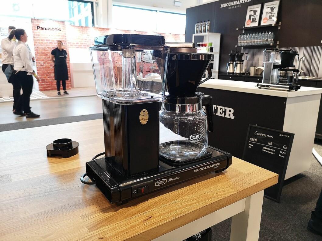Ifølge salgssansvarlig Jonna Wilms Nielsen har de unge fått øynene opp for den tradisjonelle kaffetrakteren. Foto: Marte Ottemo