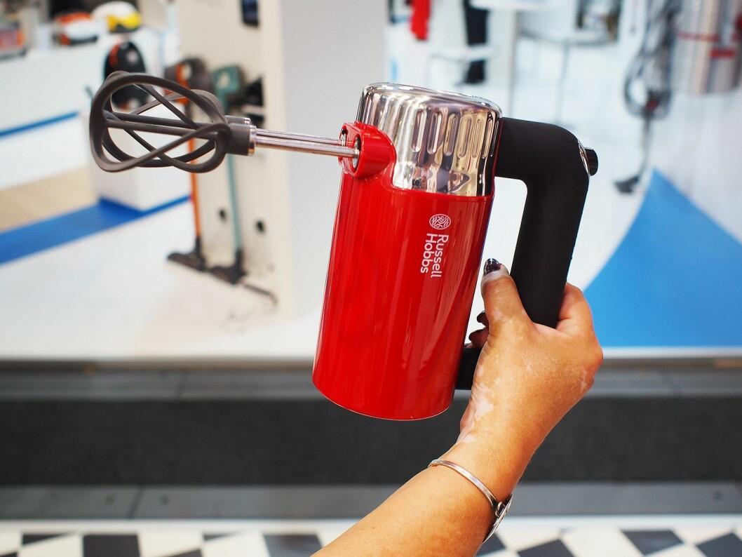 Vispene til Retro Ribbon Red Handmixer 25200-56 skal gi dobbelt effekt og mindre sprut. Foto: Jan Røsholm.