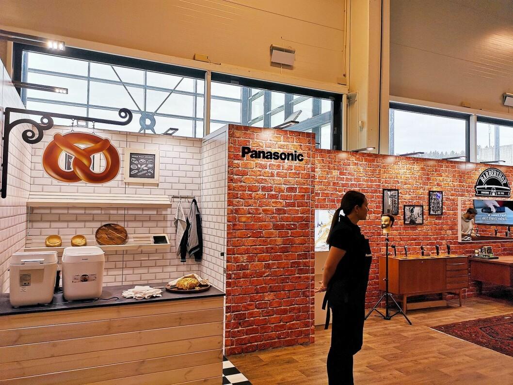 Panasonic hadde bygd opp både bakeri og barbersalong. Foto: Marte Ottemo.